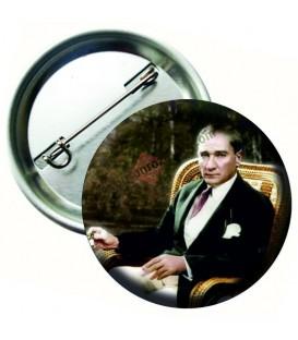 Mustafa Kemal Atatürk Otururken Yaka Rozeti