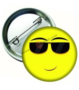 Gözlüklü Yüz İfadeli Emoji Rozet 44 mm