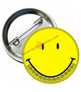 Smiley Diş Telli Rozet 44 mm